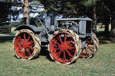 Fitch four wheel drive tractor made by the Four Drive Tractor Company in Big Rapids, Michigan. Antique Trucks, Antique Tractors, Vintage Tractors, Old Tractors, Antique Cars, Industrial Machinery, Heavy Machinery, Old Farm Equipment, Heavy Equipment