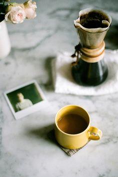 """""""El buen café endulzado, delicioso es más que mil besos, dulce sabe cual vino moscatel, ¡café, sí, es café lo que quiero! Y quien deseare darme a saborear una exquisita bebida, venga a ofrecerme una taza de café"""" Johann Sebastian Bach (1685 - 1750); compositor alemán"""