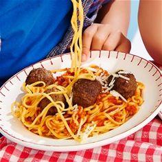 Pasta met tomatensaus en gehaktballetjes