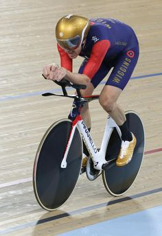 Sir Bradley Wiggins smashes Alex Dowsett's hour record – in pictures