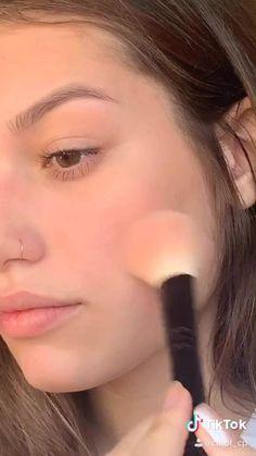 Contour Makeup, Skin Makeup, Eyeshadow Makeup, Simple Eye Makeup Video, Model Makeup Tutorial, Makeup Hacks Videos, Edgy Makeup, Make Up Videos, Makeup Makeover