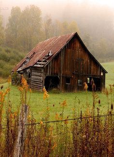 Beautiful Classic And Rustic Old Barns Inspirations No 04 (Beautiful Classic And Rustic Old Barns Inspirations No design ideas and photos Abandoned Houses, Abandoned Places, Old Houses, Farm Houses, Abandoned Castles, Abandoned Mansions, Farm Barn, Old Farm, Barn Pictures