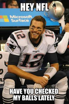 Brady Oh WOW Looks so good! That smile woooo A fav pic of mine!Love his scruff In his football or attire of the man in a dapper suit, Looks so handsome all the time. New England Patriots Football, Patriots Fans, Nfl Memes, Football Memes, Football Baby, Sport Football, Football Season, Boston Strong, Boston Sports