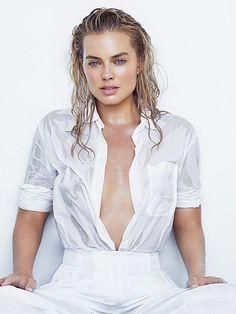 margot_robbie_swimsuit_cleavage_10-af4d26ac.jpg (600×800)