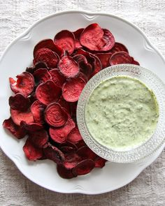 Prinsessasipsit - eli sipsit punajuuresta - Isyyspakkaus | Lily.fi Palak Paneer, Snacks, Fruit, Vegetables, Ethnic Recipes, Lily, Food, Appetizers, Veggies