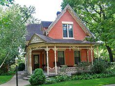 .Victorian cottage house, Decorah, Iowa
