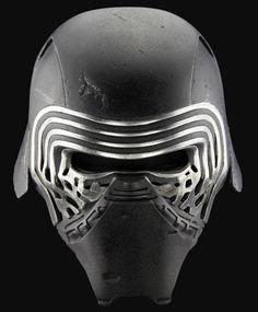El casco de Kylo Ren listo para usarse