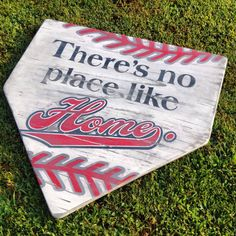 Approx 24 x 24 Theres No Place Like Home Baseball lovers old and new will love this one! The sign pictured is hand painted and then distressed - Elalamihamza Baseball Signs, Baseball Crafts, Baseball Party, Baseball Season, Baseball Mom, Baseball Stuff, Sports Signs, Cardinals Baseball, Baseball Numbers