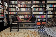 La bibliothèque de Diane von Furstenberg. Plus de photos sur Côté Maison http://petitlien.fr/7j35