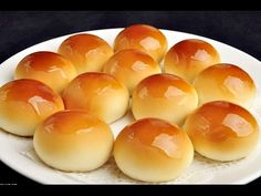 How to Make Super Soft and Moist Chinese Bakery Buns / Char Siu Bao / Chinese Pork Buns 叉烧餐包仔: Get the full recipe:… Chinese Bun, Chinese Pork, Chinese Rolls, Meat Bun, Pan Relleno, Asian Desserts, Bread And Pastries, Bbq Pork, Junk Food