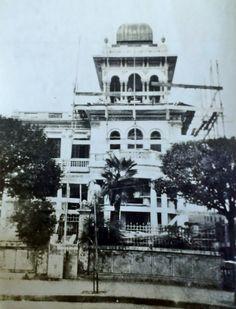 A residência da família Camasmie sendo construída.