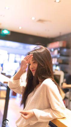Ulzzang Korean Girl, Cute Korean Girl, Ootd Poses, Cute Girl Photo, China Girl, Beautiful Girl Image, Girl Photography Poses, Aesthetic Girl, Stylish Girl