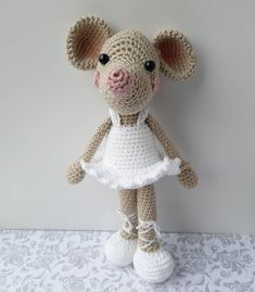 This crocheted Ballerina Mouse is such a fun amigurumi project for the immediate crocheter. Pattern includes instructions for mouse and clothes. Crochet Mouse, Knit Or Crochet, Crochet Dolls, Crochet Baby, Free Crochet, Crochet Animal Patterns, Amigurumi Patterns, Crochet Animals, Ballerina