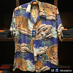 Fake Alpha tiger in landscape Aloha shirt Vintage Hawaiian Shirts, Vintage Shirts, Vintage Outfits, Aloha Shirt, T Shirt, Vintage Versace, Bowling Shirts, Perfect Jeans, Printed Shirts