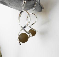 Boucles oreille spirale perle polaris marron taupe / mariage / fête / anniversaire : Boucles d'oreille par perlaperles
