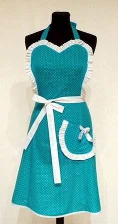 Apron tutorial. Perfect Christmas present for anyone who would like to give a handmade gift.  Vintage Inspired by Beatrice Winter