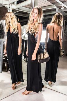 long and sexy low cut back dress sensuelle robe de soirée dos c-nu décolleté plongeant glamour sac doré et noir. Karma Koma