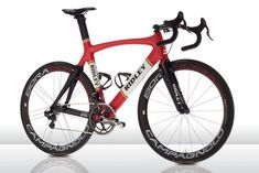 Ridley presents the bikes for the Lotto-Belisol team in the same retro-style as their outfit. This is the Ridley Noah