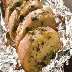 This recipe is for fresh Garlic French bread that is prepared by wrapping the loaf of bread in tin foil and heating in the oven. Garlic French Bread Recipe from Grandmothers Kitchen. Bread Recipes, My Recipes, Cooking Recipes, Favorite Recipes, Tin Foil Dinners, Grandmothers Kitchen, Fresh Garlic, Garlic Butter, Camping Meals
