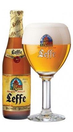 Cerveja Leffe Blonde, estilo Belgian Blond Ale, produzida por Abbaye de Leffe, Bélgica. 6.6% ABV de álcool.