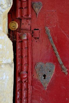 red door with heart-shaped lock ~ france I Love Heart, Key To My Heart, With All My Heart, Heart Art, Knobs And Knockers, Door Knobs, Door Handles, Old Doors, Windows And Doors