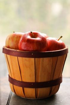 Healthy Apple Chips Snack via We do Fun Here! #recipe #snack #apple #Fall #chips #food