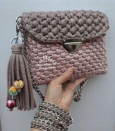 Discover thousands of images about Ganchillo hecho a mano hermoso bolso de satchel regalo para Crochet Clutch, Crochet Handbags, Crochet Purses, Crochet Crafts, Crochet Yarn, Crochet Projects, Purse Patterns, Crochet Patterns, Yarn Bag