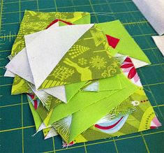 Christmas in July Christmas Tree Table Runner Christmas Tree On Table, Christmas In July, Christmas Items, Holiday Fun, Table Runner Tutorial, Table Runner Pattern, Christmas Sewing Projects, Craft Projects, Straight Line Quilting