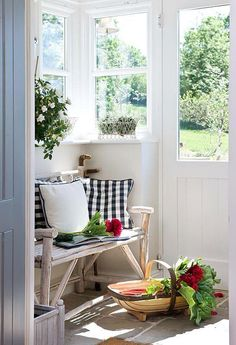 cottage, decor, and decorating image Style Cottage, White Cottage, Cottage Living, Cozy Cottage, Cottage Homes, Country Living, Garden Cottage, Cottage Porch, Estilo Country