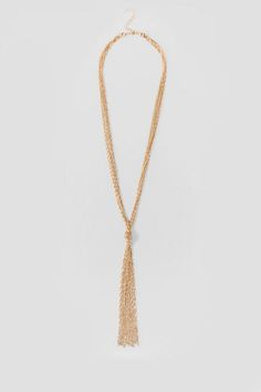 Easily transition from day to night with the Yasmin Knot Necklace. This shiny golden necklace features a minimalistic rope design and a fluid tassel.