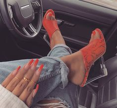 Image about fashion in nails by 𝑀𝒶𝓂𝒾 𝒬𝓊𝑒𝑒𝓃 on We Heart It