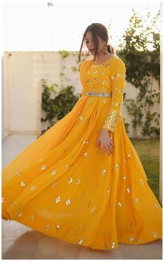 Party Wear Indian Dresses, Pakistani Fashion Party Wear, Designer Party Wear Dresses, Indian Gowns Dresses, Indian Bridal Outfits, Indian Fashion Dresses, Dress Indian Style, Indian Designer Outfits, Gown Party Wear