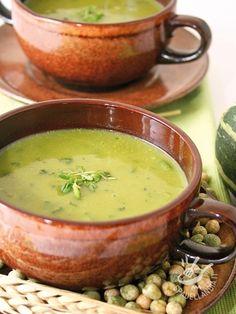 La Minestra di soia e zucchine è una ricetta gustosa a basso contenuto calorico, ideale per chi segue una dieta e ama i piatti salutari e leggeri!