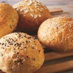 Con esta receta podrás preparar unos bollos suaves para cocinar la hamburguesa perfecta con un pan artesanal hecho en casa.