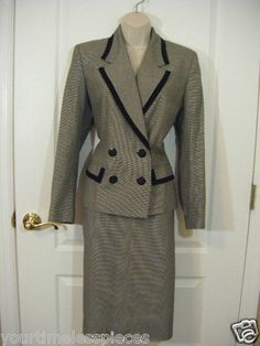Womens Business suit set by Kasper size 6 in Super pre-owned condition!  Come check us out.  Need a great outfit for that interview?    SOLD