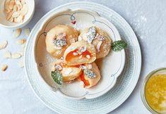 Dokonalé meruňkové knedlíky, po kterých se doma jen zapráší! Halloumi, Dumplings, Panna Cotta, Pancakes, Bread, Breakfast, Ethnic Recipes, Food, Pizza