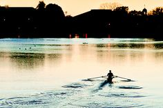 Perfect water, perfect training at night. Boys In The Boat, Row Row Your Boat, The Row, Rowing Team, Rowing Crew, Henley Royal Regatta, Indoor Rowing, Row Row Row, Remo
