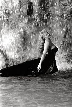 Anita Ekberg (Sylvia) - La Dolce Vita (Federico Fellini, 1960) Palme d'or 1960 - #Fellini #film