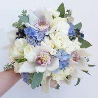 Menyasszonyi csokor fehér orchideával és kék hortenziával Floral Wreath, Wreaths, Blue, Wedding, Decor, Casamento, Decoration, Decorating, Door Wreaths