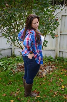 Full Figured & Fashionable colorful plaid button down, staple white v-neck, brown boots Outfits Dia, Curvy Outfits, Plus Size Outfits, Fashion Outfits, Cowgirl Outfits, Fashion Ideas, Big Girl Fashion, Curvy Fashion, Plus Fashion