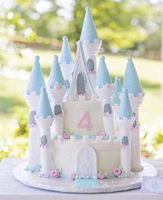 Bolo lindo de castelo para uma festa princesa! #regram @party7angel #kikidsparty