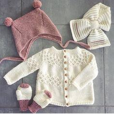 ❄️Extremely prepared - at least when it comes to wool❄️ #cardiganmedhulmønster #bamselue #halstørklæde #leneholmesamsøe #knitting_inspiration #knitting_is_love #knitting_inspire #houseofyarn_norway #knitting
