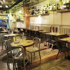 Sillas PORT en el restaurante Foodoo. Gracias por confiar en Singular Market una…