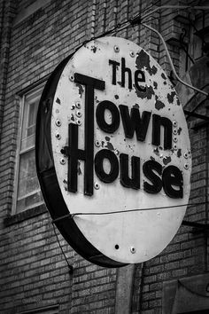 https://flic.kr/p/vwREL1 | The Town House | Old sign from a abandoned apartment building in Oklahoma City.