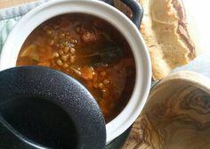 Φακές σούπα με δαφνόφυλλα και καρότο Chili, Soup, Recipes, Projects, Blue Prints, Chili Powder, Chilis, Rezepte, Soups