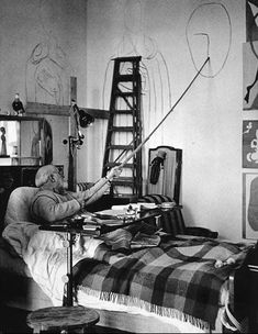 """vondell-txt: """"losetheboyfriend: """"Henri Matisse In Nice; captured by Walter Carone """" i cant believe they captured matisse """" Henri Matisse, Matisse Drawing, Matisse Paintings, Angel And Devil, Pablo Picasso, Picasso Art, French Artists, Famous Artists, Art Studios"""