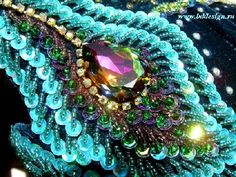 Love the peacock feather look created here. Bordados Tambour, Tambour Embroidery, Hand Embroidery, Peacock Jewelry, Peacock Art, Soutache Jewelry, Beaded Jewelry, Sequin Appliques, Art Textile
