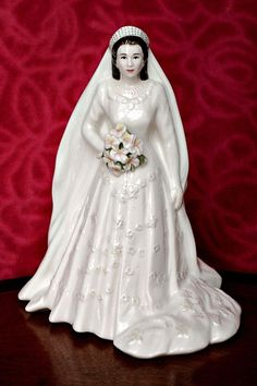 Royal Worcester Porcelain Figurine 'Her Majesty Queen Elizabeth II'