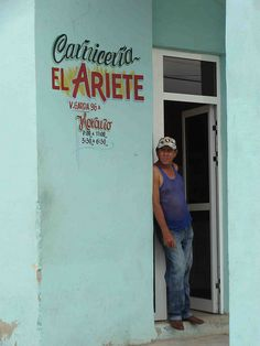 Cuba - Beautiful hand-painted sign. Love the turquoise, red and gold together.