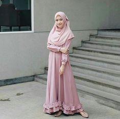 Nama barang : akrima maxi set Bahan : maxi balotelly Zipper depan+pashmina sifon Size : L Harga : 90rb Hijab Gown, Hijab Dress Party, Hijab Style Dress, Muslim Women Fashion, Modern Hijab Fashion, Islamic Fashion, Dress Muslim Modern, Muslim Dress, Hijab Style Tutorial